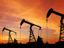 Preţul petrolului a atins luni cel mai scăzut nivel din ultimii 18 ani