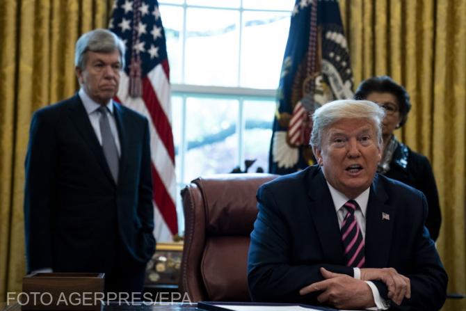 Donald Trump: Văd dezinfectantul care distruge (coronavirusul) într-un minut