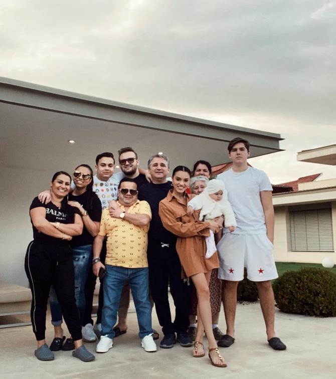Adrian Minune și Karmen, reuniune familială de Paști 2020. foto: instagram - @karmen