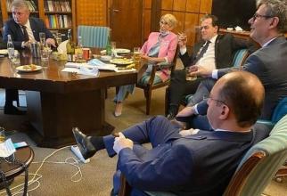 """Cabinetul Orban """"reunit"""" la o agapă"""