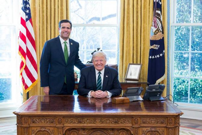 John Ratcliffe, alături de Donald Trump  în Alonul Oval de la Casa Albă  Foto: Facebook John Ratcliffe