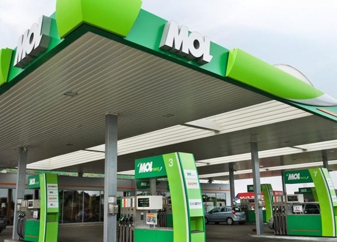 Vânzările de carburant au scăzut cu aproximativ 35-40%  Foto: Facebook Mol