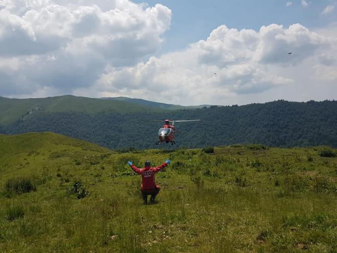 Foto: ISU Prahova (Intervenție elicopter SMURD în munți)