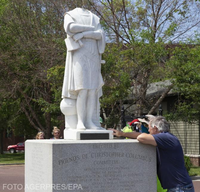 Statuia lui Columb din Boston a fost decapitată