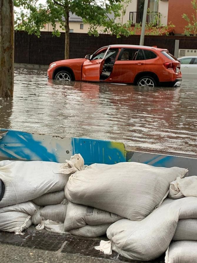 3. -imagine fara descriere- (inundatii-buc-4_37636100.jpg)