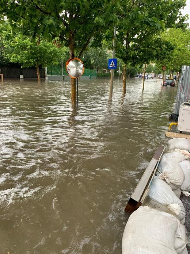 4. -imagine fara descriere- (inundatii-buc-5_30551000.jpg)