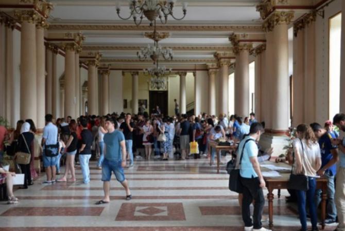 """Aproximativ 3000 – 3300 de candidați vor susține examenul de admitere la una din facultățile Universității de Medicină și Farmacie """"Carol Davila"""" București"""