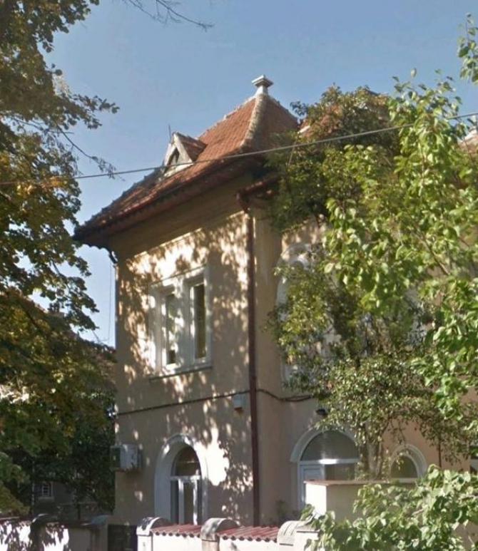 Casa, înainte de demolare