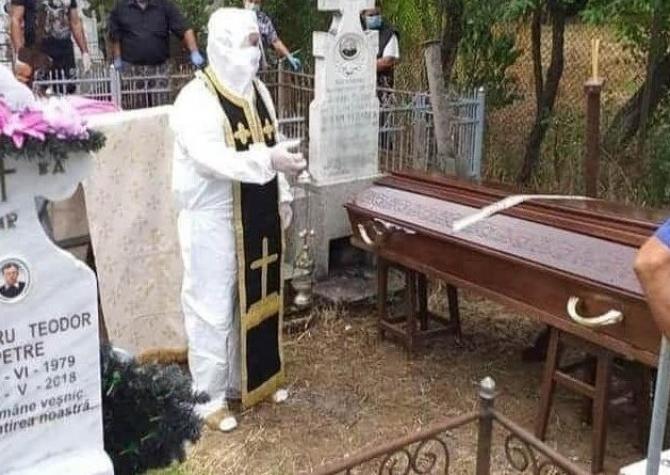 2. Un preot d (popa-echipament-bbbb-629x445_64711100.jpg)