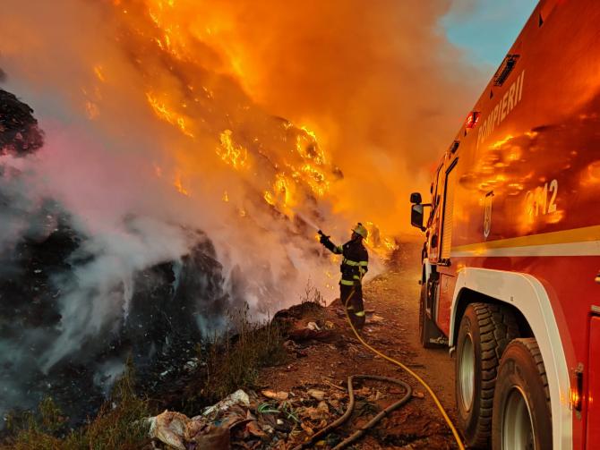 Incendiu la groapa de gunoi. Foto: ISU Mureș