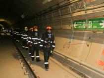 Pompierii fac verificări la metrou. FOTO: ISU București Ilfov