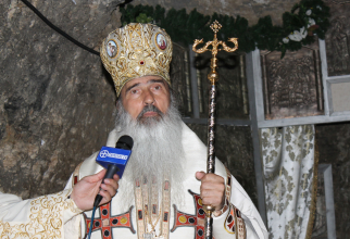 Arhiepiscopul Teodosie la Peștera  Sf, Andrei, Constanța  Foto: Crișan Andreescu