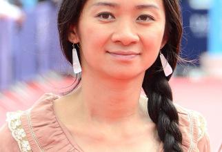 Chloe Zhao - nu a putut să vină pentru a-și lua Leul de aur