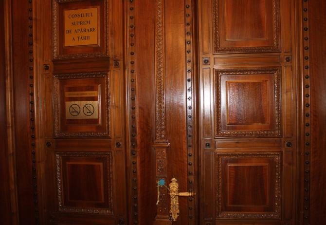 Sigiliul de pe ușa sălii CSAT va fi rupt pe 6 octombrie  Foto: Crișan Andreescu