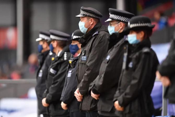 3. -imagine fara descriere- (politie-marea-britanie_32590800.jpg)