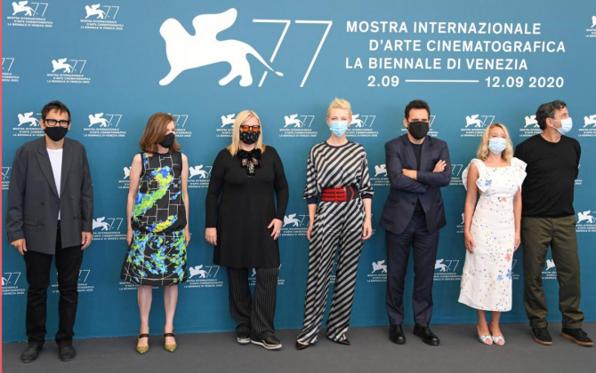 Juriul festivalului mascat
