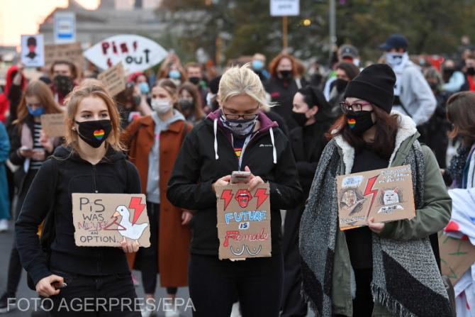 2. Foto: Ager... (varsovia_proteste_polonia_2_90105900.jpeg)