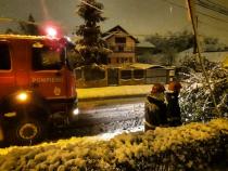 Pompierii intervin în urma ninsorilor. Foto: ISU Tulcea