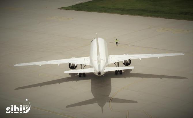 Avion pe aeroportul Sibiu. Foto: CJ Sibiu