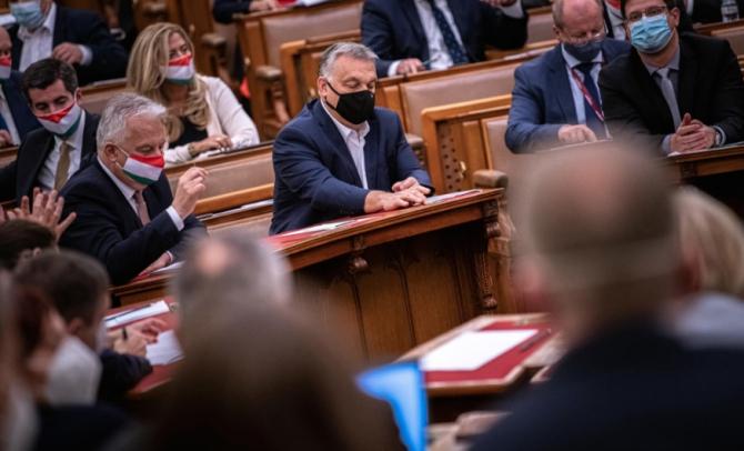 Guvernul Orban s-a concentrat pe condamnarea imigraţiei în Europa, dar se orientează din ce în ce mai mult spre retorica anti-LGBT