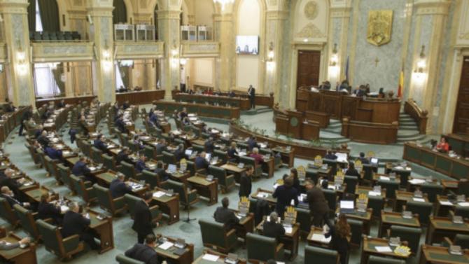 Senatul urmează să ia o decizie și la  solicitarea lui Klaus Iohannis privind  legea care stabileşte că Parlamentul şi nu Guvernul fixează data scrutinului pentru alegerea Parlamentului