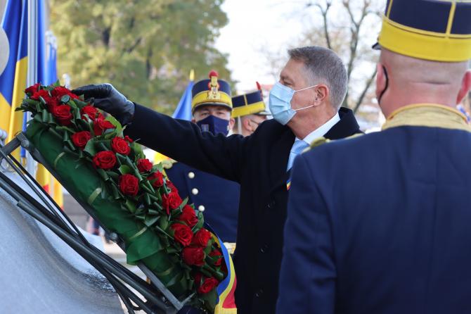 Klaus Iohannis, momentul depunerii unei coroane de flori