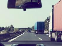 Autostrada București - Pitești, blocată de un camion în flăcări