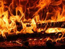 Botoșănean internat cu arsuri, după ce a încercat să aprindă focul cu benzină / Imagine de Gerhard G. de la Pixabay
