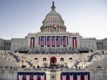 În fața Capitolului există diferite tipuri de steaguri americane. Care sunt semnificațiile?