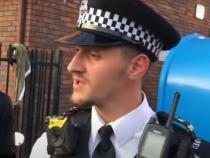 Polițist român din Anglia, viral pe rețelele de socializare după modul în care a calmat niște compatrioți scandalagii - VIDEO