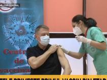 Klaus Iohannis se vaccinează anti-COVID-19 / Captură foto Antena 3