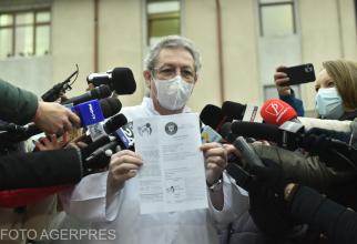 Dr. Adrian Marinescu a primit a doua doză de vaccin Covid-19 chiar de la prof. Adrian Streinu-Cercel