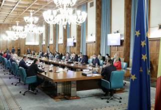 Coaliția vrea ridicarea MCV, dar nu respectă recomandările Comisiei de la Veneția