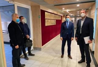 Ministrul Sportului a constatat că în instituție nu există fotografii cu marii campioni ai României / Foto Facebook - Eduard Novak
