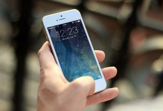 iPhone 13, telefon cu senzor de amprenta sub ecran. Sursa: Pixabay