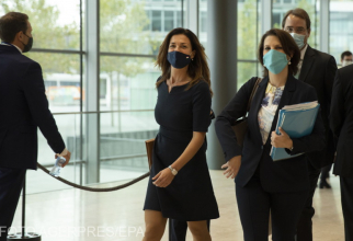 minsitrul justitiei din ungaria a convocat o sedinta a comitetului pentru libertatea digitala si abuzurile sistemice