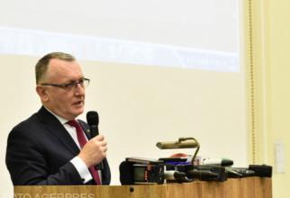 Ministrul Cîmpeanu, precizări privind vaccinarea profesorilor