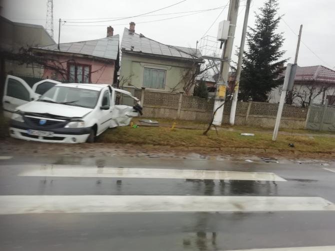 Autoturismul implicat în accidentul de la Ulmi  Foto: Crișan Andreescu
