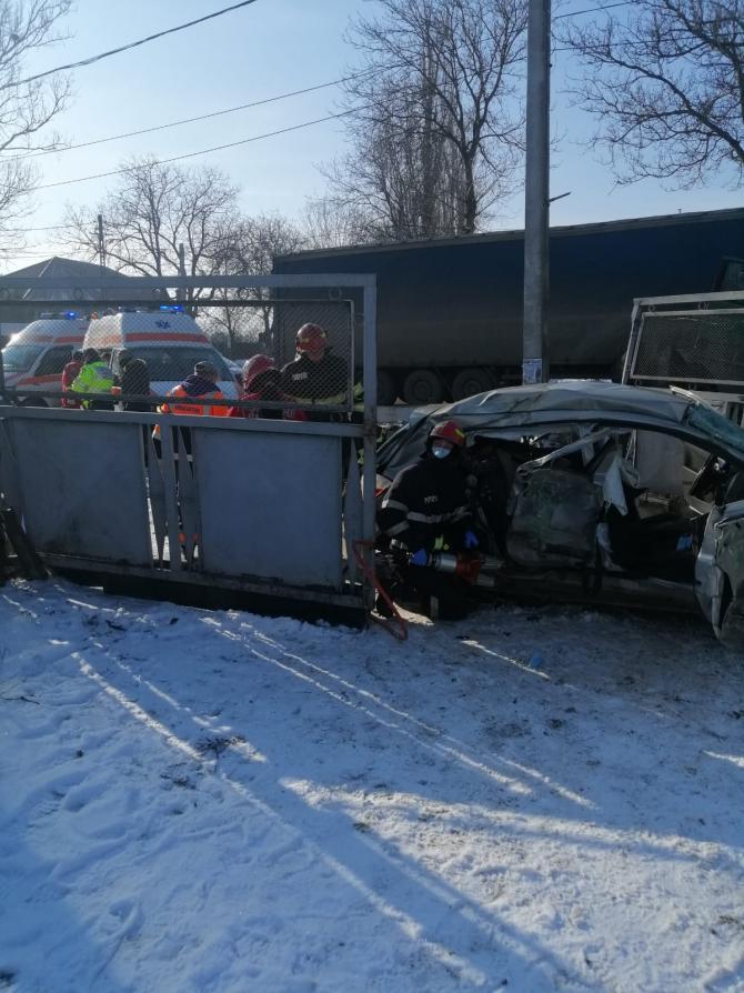 Accident deosebit în județul Iași. Trei persoane au murit. Foto: ISU