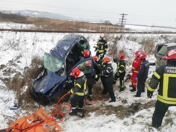 Mai multe echipaje de ambulanță intervin la un accident grav în Brașov. Foto: ISU Brașov.