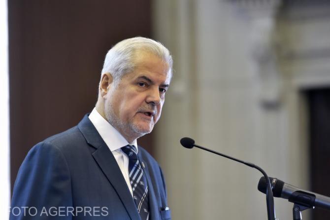"""Adrian Năstase denunţă o """"şmecherie"""" în recalcularea pensiilor"""