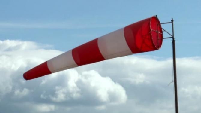 Alertă ANM. Intensificări ale vântului în mare parte din ţară şi ninsori la munte