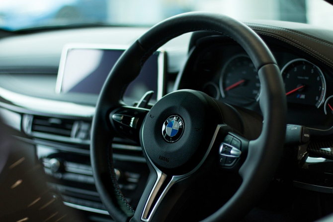 Ambulanță SMURD, blocată de un BMW / Imagine de Toby Parsons de la Pixabay