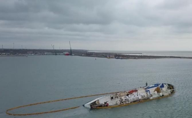 Anchetă în Portul Midia privind modul de incinerare a ovinelor înecate pe nava eşuată în 2019