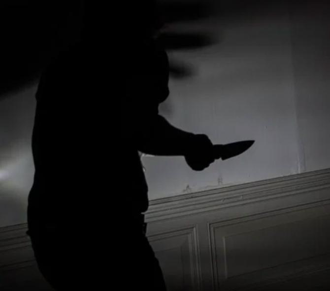 O asistentă a fost ÎNJUNGHIATĂ de un pacient în curtea Spitalului de Psihiatrie din Ștei