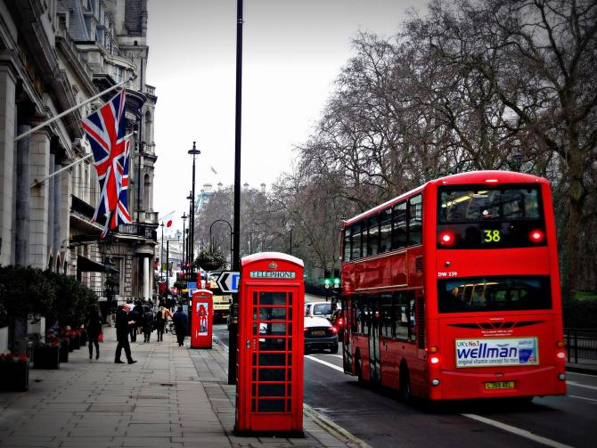 Autobuzele din Londra, transformate în ambulanţe. Sursa: Pixabay