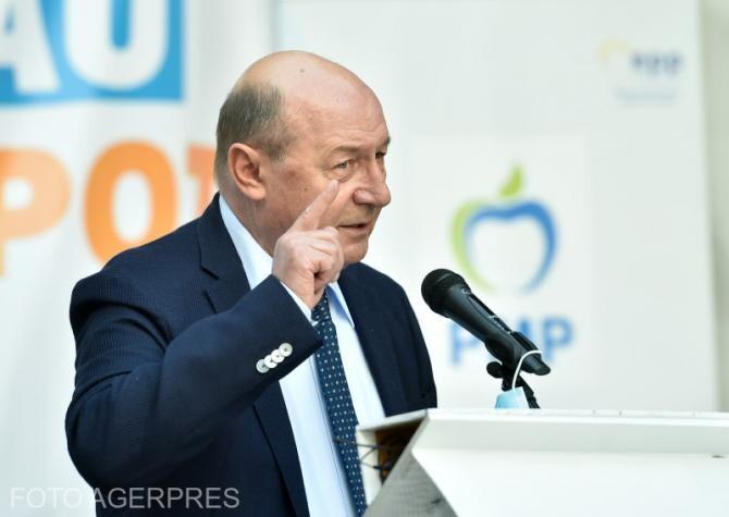"""Băsescu, după incendiul de la """"Matei Balș"""": De Iohannis, atâta zic, """"Mușchii mei, minte nu are""""."""