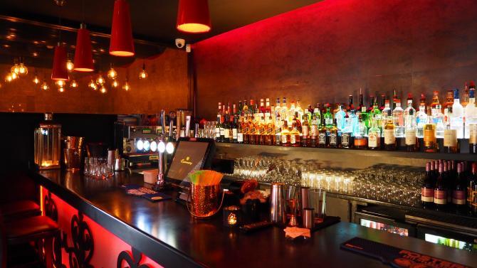 Bar. Sursa foto: Chan Walrus - Pexels