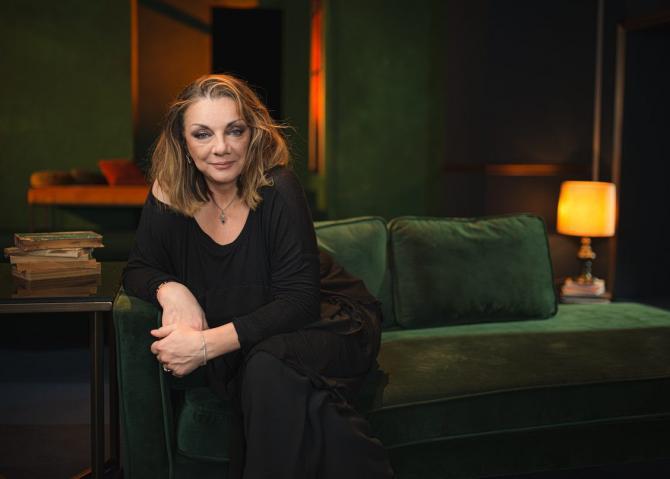 """Carmen Tănasă joacă în """"Cui i-e frică de Virginia Woolf?"""". Foto: Teatrul Odeon"""