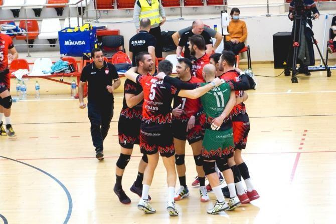 CS Dinamo şi SCM U Craiova, finalistele Cupei României la volei masculin. Sursa foto: Dinamo/Facebook.